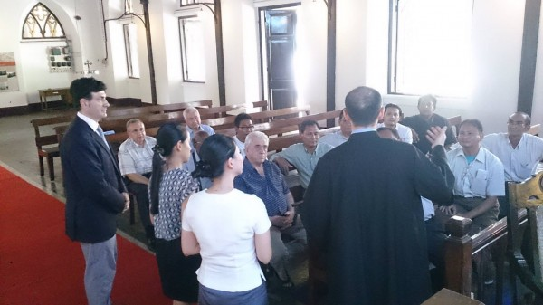 Fr. Zaven addressing the congregation